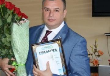 Коллектив завода поздравил директора ОДО